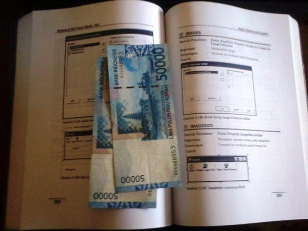 Uang di buku
