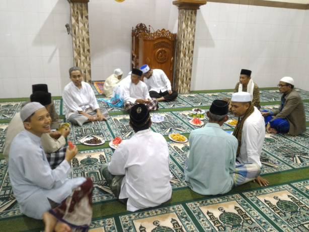 Sehabis Tarawih Masjid Muhammadi salim. Source : Dokumentasi pribadi